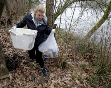 "OSPIRG Students Host ""Wildlife Over Waste"" River Clean Up"